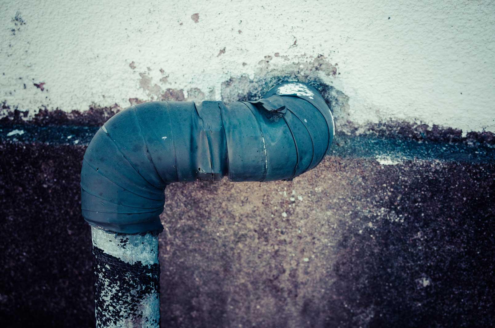 サビた水道管